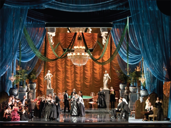 Phông cảnh trong vở opera La Traviata do David Higgins thiết kế/A scene from La Traviata, designed by David Higgins - Photo: IU Opera Theater