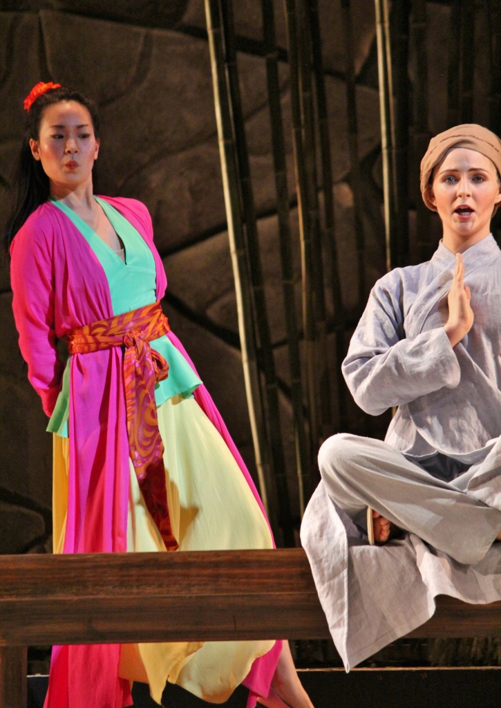 Thị Mầu (Angela Yoon) - Thị Kính (Veronica Jensen). Photo: Anvi Hoàng.