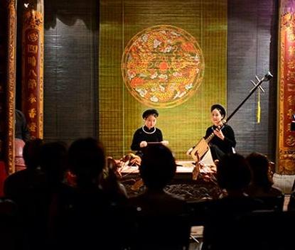 Không gian biểu diễn ca trù ở đền Quán Đế (hình © Ca Trù Thăng Long)