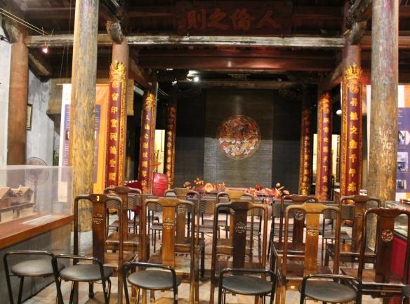 Sân khấu biểu diễn của câu lạc bộ Ca Trù Thăng Long (photo © Anvi Hoàng)